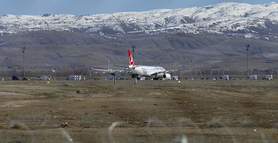 Tahran- İstanbul seferini yapan THY uçağında koronavirüs şüphesi