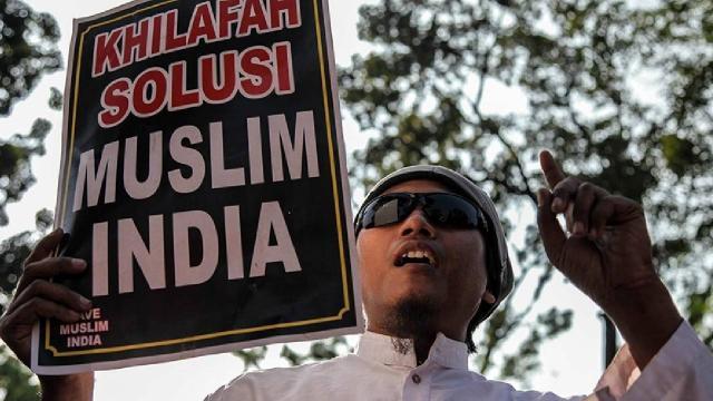 Hindistan'da gözaltındaki Müslüman hayatını kaybetti, halk sokağa indi