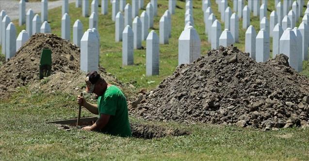 Soykırım kurbanlarının mezarları kazılıyor