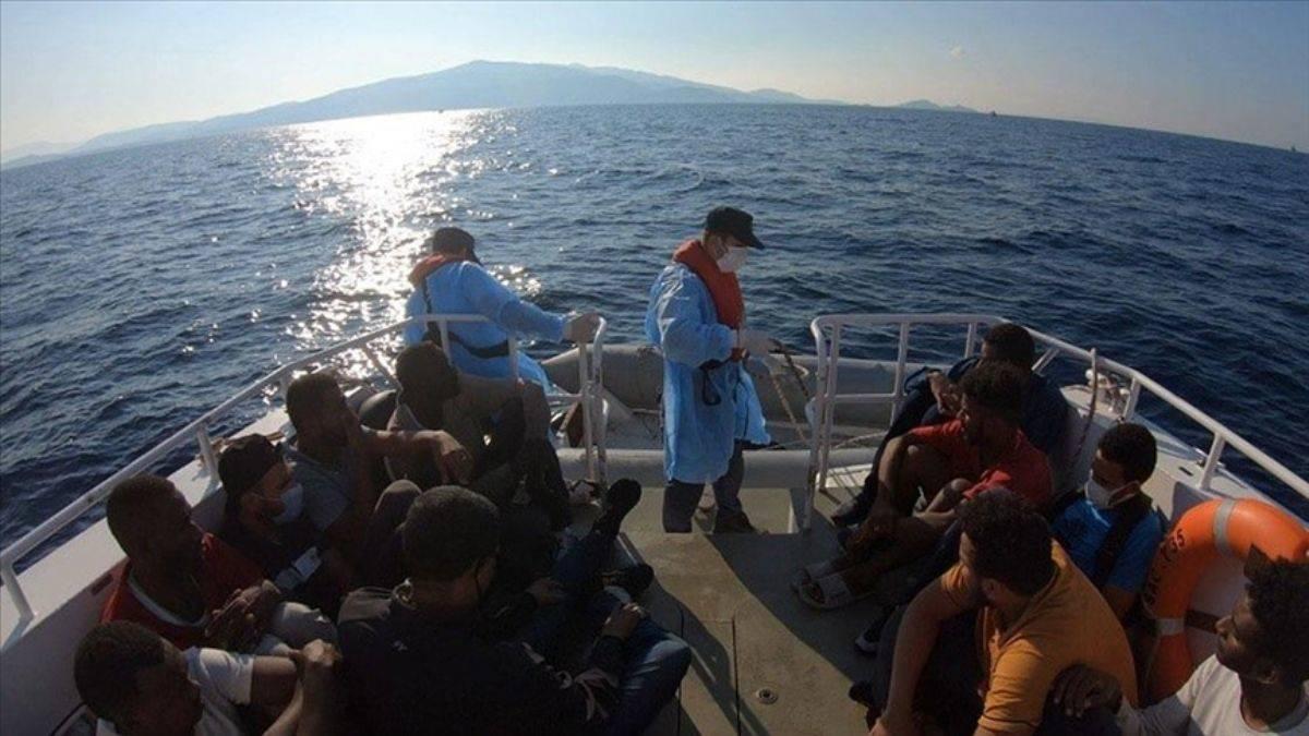 İzmir açıklarında Türk kara sularına itilen 15 sığınmacı kurtarıldı