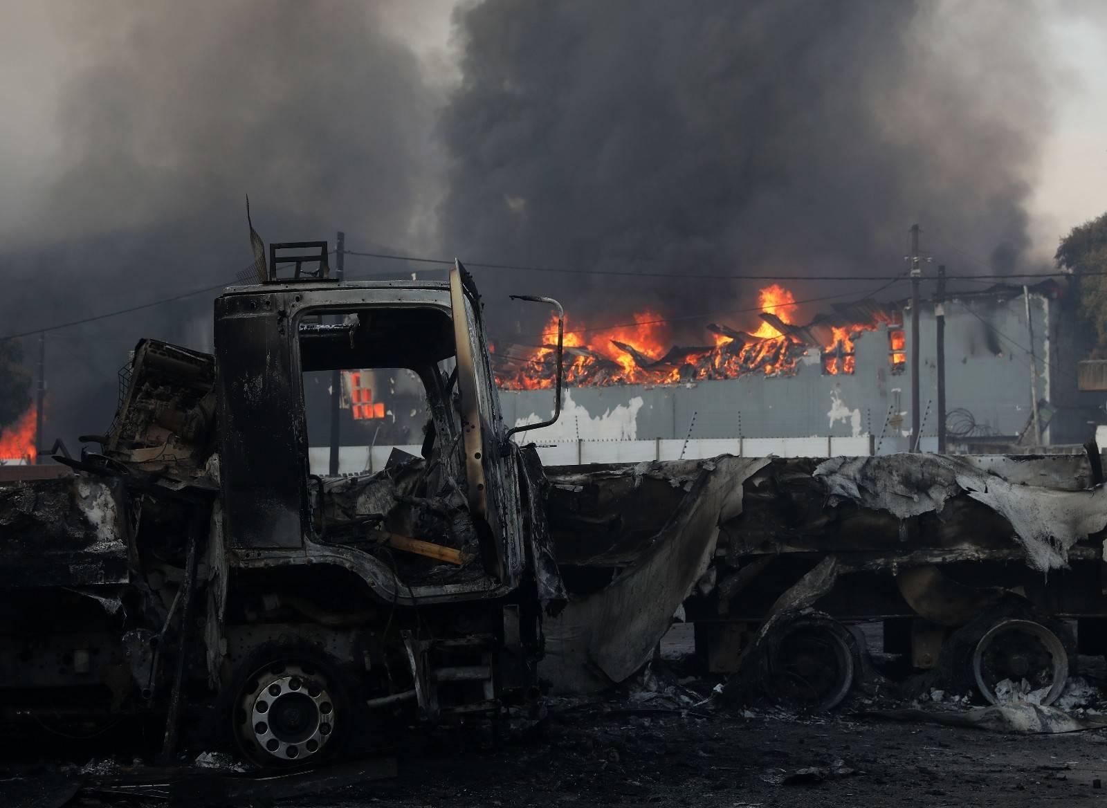 Ülkede ordu sokağa indi, protestolarda 6 kişi öldü