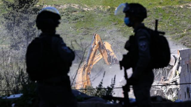 Siyonist İsrail Kudüs'te 62 bina yıktı