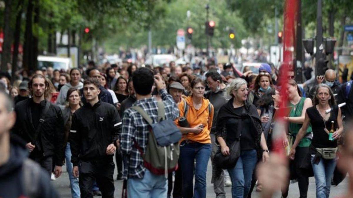 Fransa'da binlerce kişi Macron yönetimini protesto etti