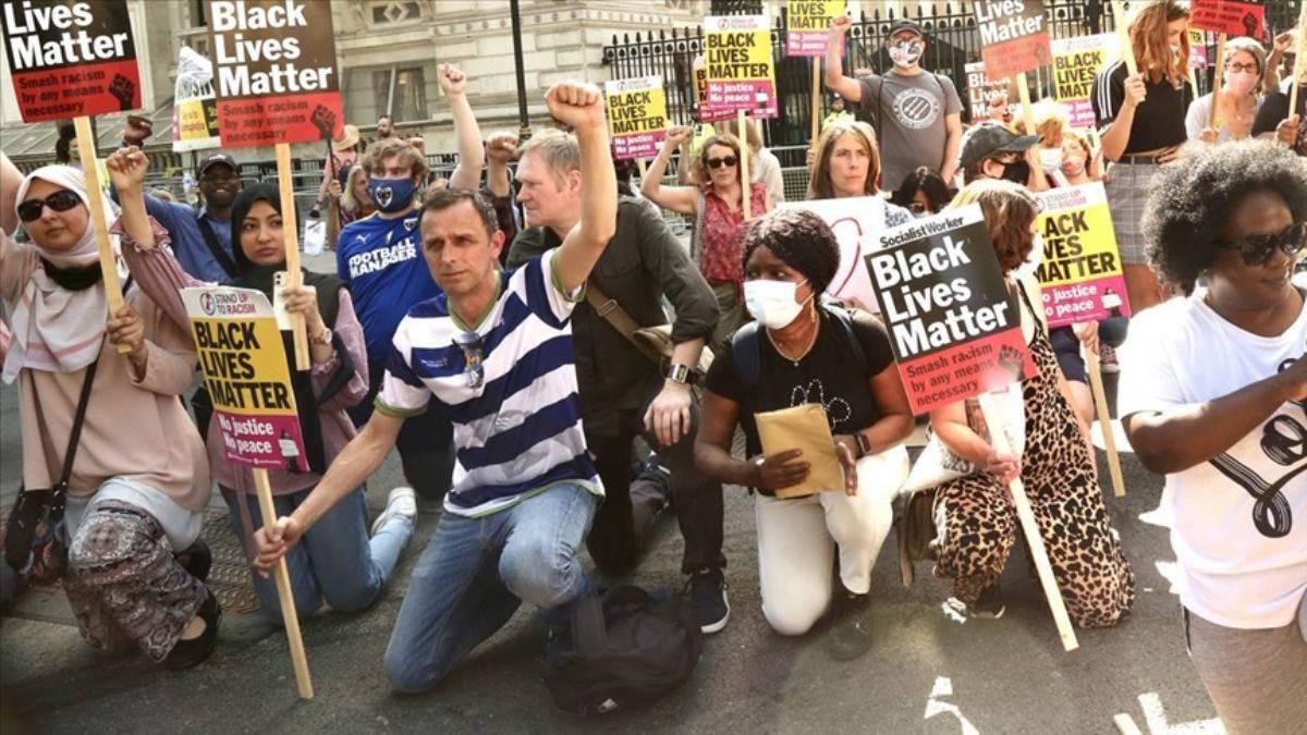 İngiltere'de ırkçılığa karşı 'diz çökme' eylemi yapıldı