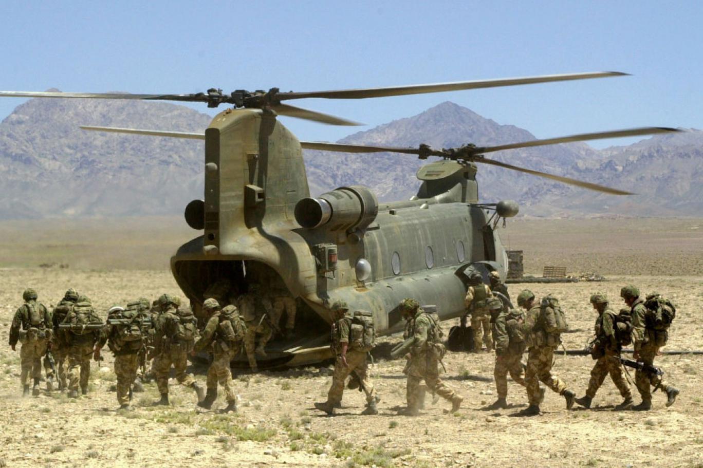 Afganistan'dan dönen 14 İngiliz askeri intihar etti