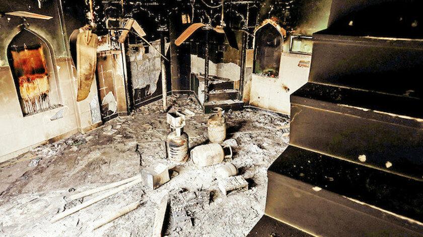 48 saatte 4 cami yakıldı