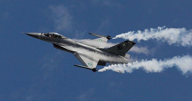 Pakistan savaş uçağı düştü