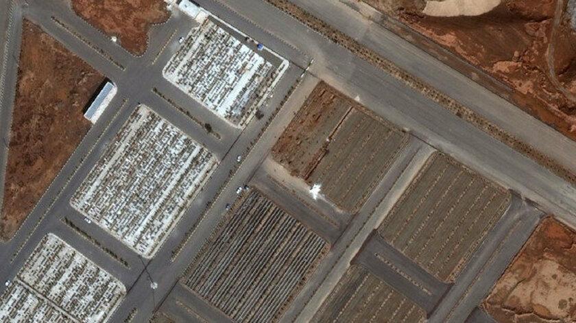 İran koronavirüsten ölenler için toplu mezarlar açtı