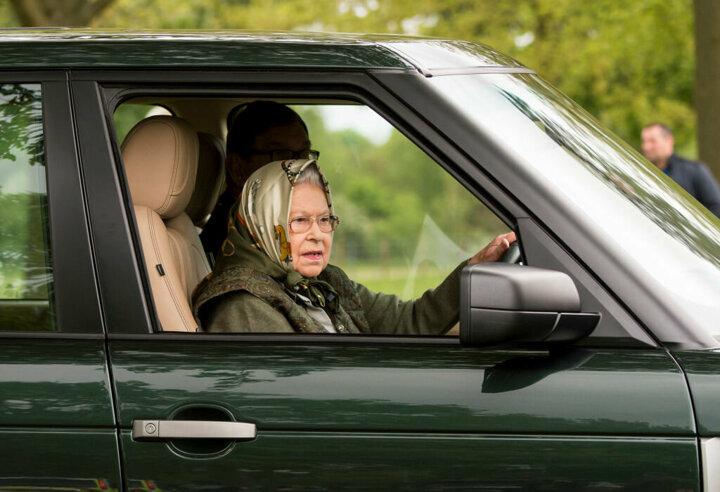 Kraliçe Elizabeth Saray'dan kaçtı!