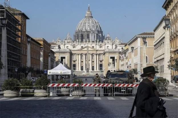 İtalya'da son 24 saatte 743 öldü