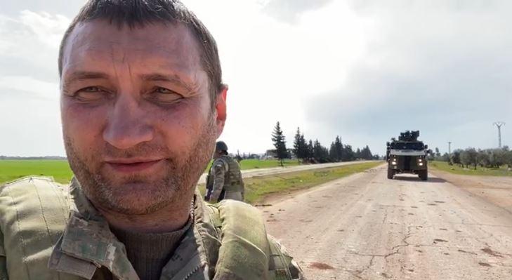 Rus provokatör Türk askerleriyle alay etti (Video Haber)