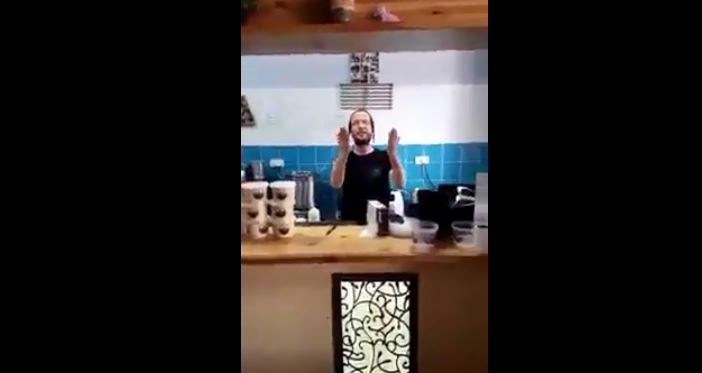 Yahudi dükkanında Kur'an tilaveti (Video Haber)