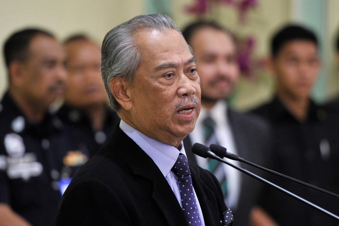 Malezya Başbakanı ve bakanlarından örnek davranış