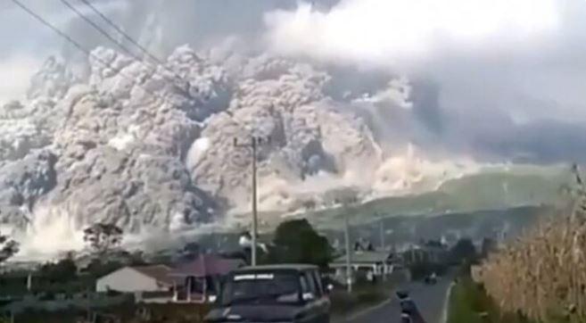 Yanardağ patladı