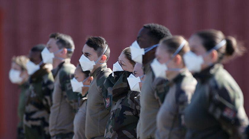 Fransa'da 600 askerin testi pozitif çıktı