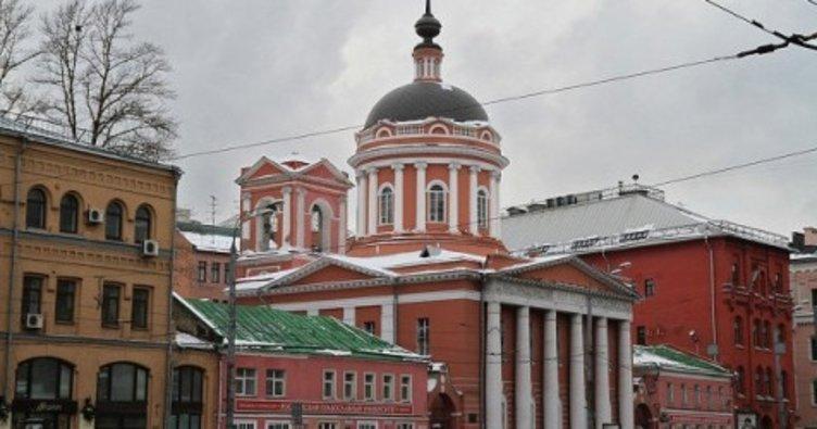 Rusya'da 3 papazda korona virüs çıktı, kiliseye gidenler uyarıldı