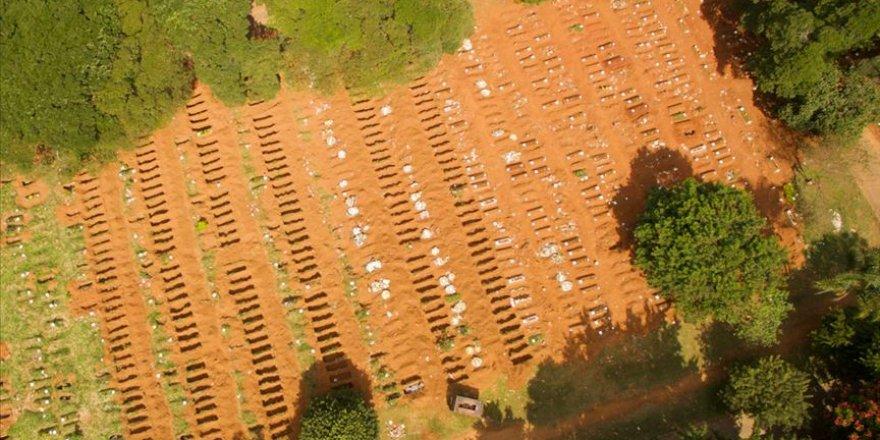 Koronavirüs nedeniyle toplu mezarlar kazılıyor
