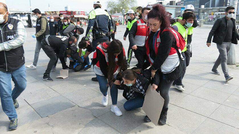 Kadıköy'de izinsiz yürümek isteyen gruba gözaltı