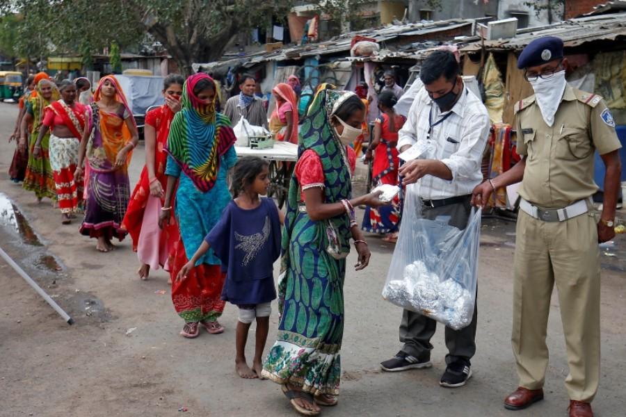 Hindistan'da vaka ve ölü sayısı artıyor