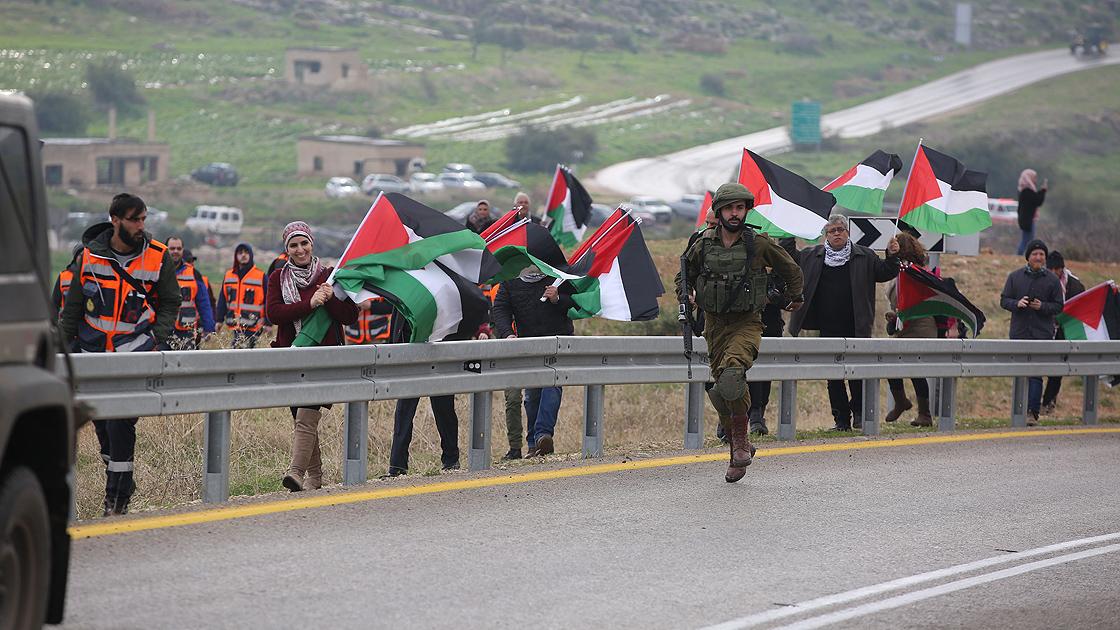 Filistinliler Batı Şeria'da Trump'ı Protesto Etti