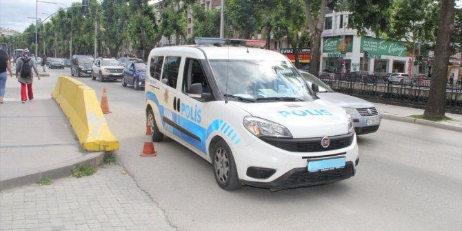 Trafikte telefonla konuşan polise para cezası