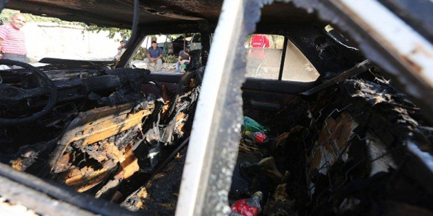 Yahudi İşgalciler Filistinlilerin araçlarını kundaklıyor