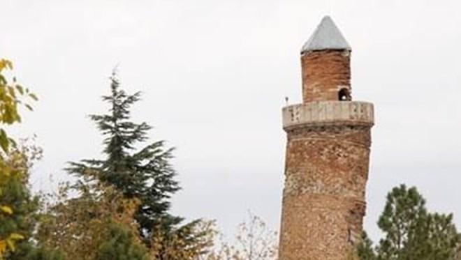 Eğri Minare 864 Yıldır Ayakta