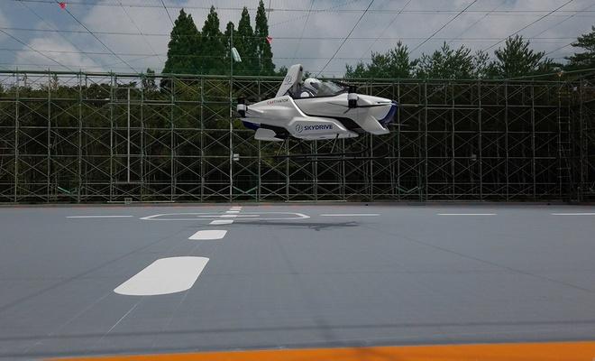 Uçan araba projesindeyolculu deneme uçuşu gerçekleştirildi
