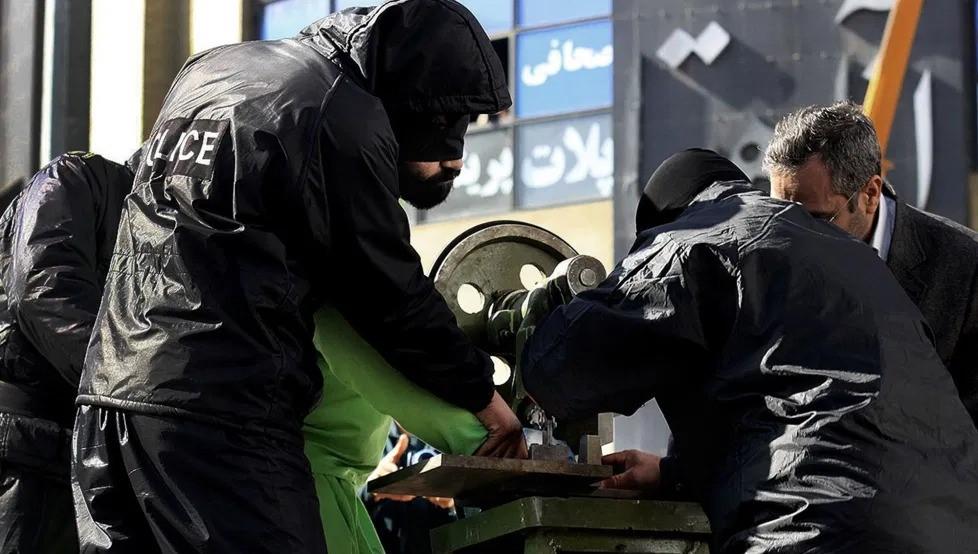 İran'da 3 kişinin 4'er parmağı hırsızlıktan kesildi