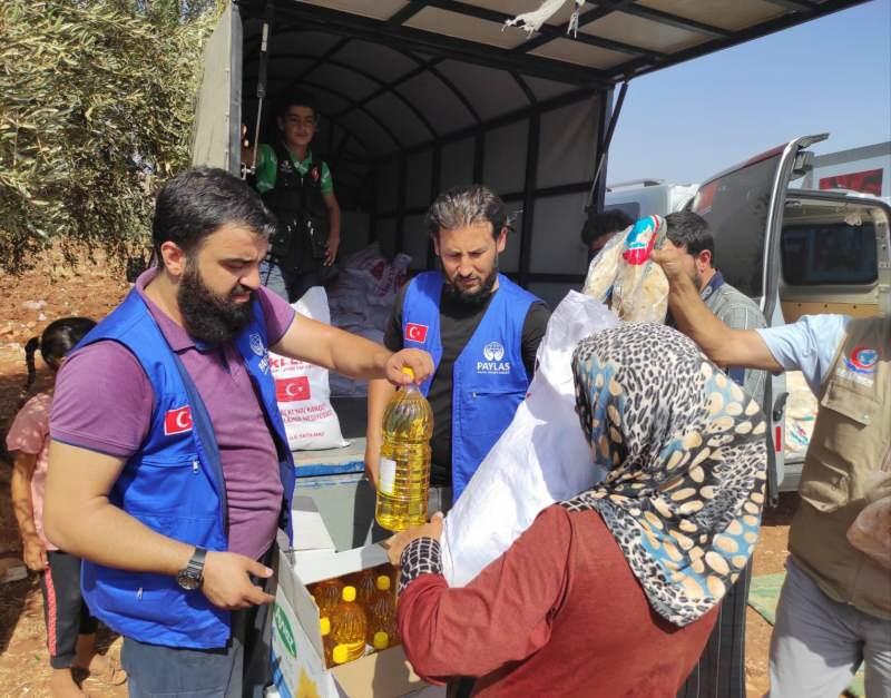 Paylaş İnsani Yardım Derneği'nden Afrin'e 5 tır insani yardım malzemesi