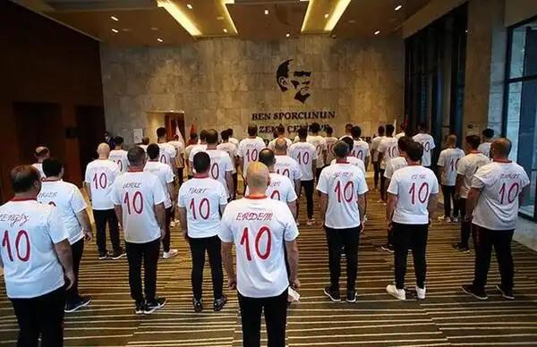 Milli Takım'dan yanaşık düzen 10 Kasım töreni