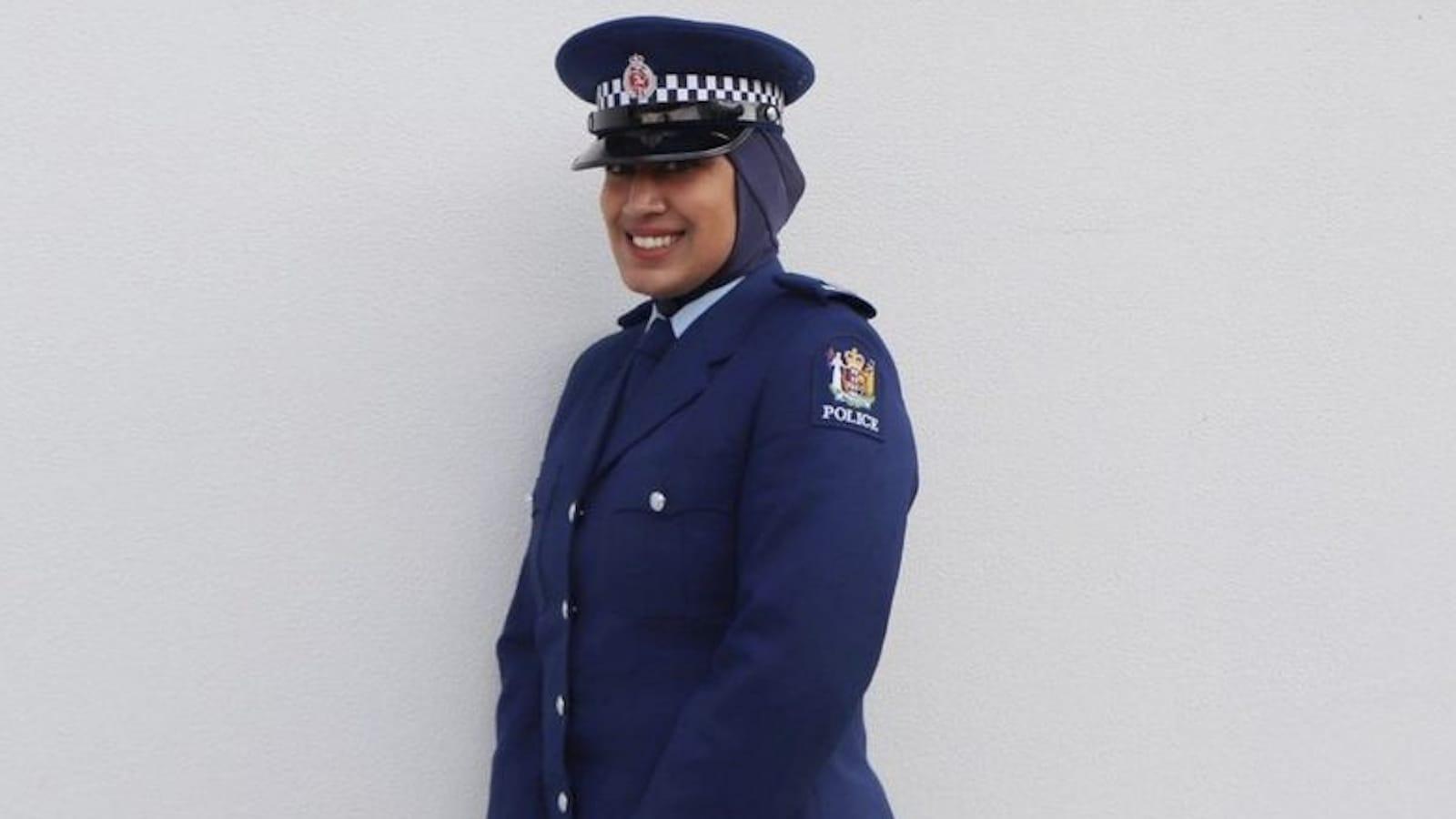 Yeni Zelanda polisi, resmi üniformasına başörtüsü ekledi