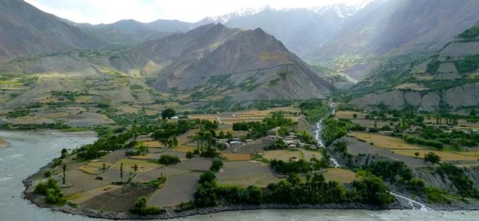 Taliban Tacikistan sınırında bir ilçeyi ele geçirdi