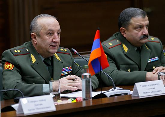 Ermeni General: Rusya bize Karabağ savaşında hayal edemeyeceğimiz silahlar verdi