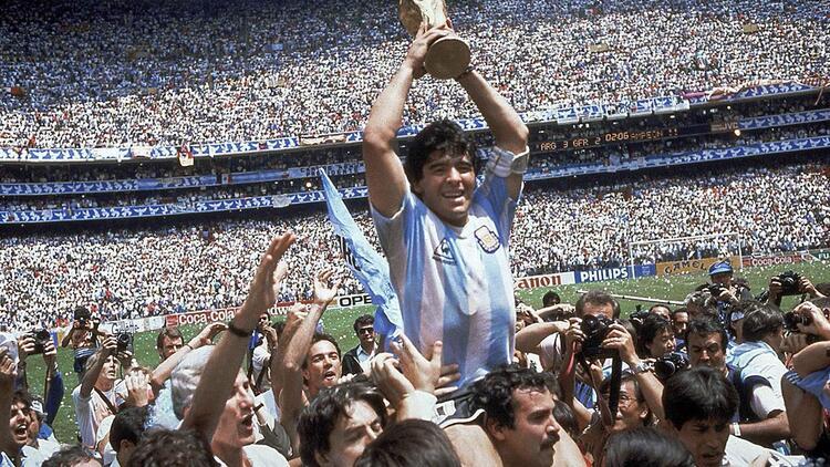 Futbol efsanesi olarak anılan Maradona öldü