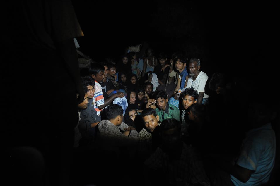 Bangladeş, tartışmalı adaya Arakanlı Müslümanları yerleştiriyor