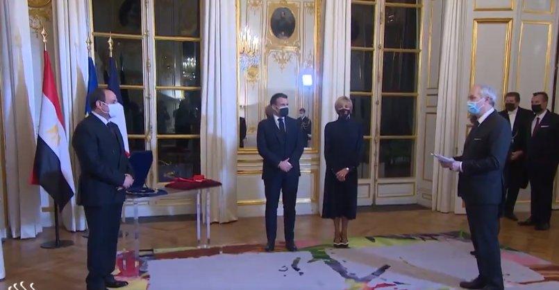 """Macron, Sisi'ye gizlice """"onur nişanı"""" verdi"""