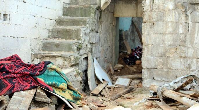 Suriyeli ailenin sığındığı terk edilmiş bina çöktü: Anne öldü 3 çocuk yaralı