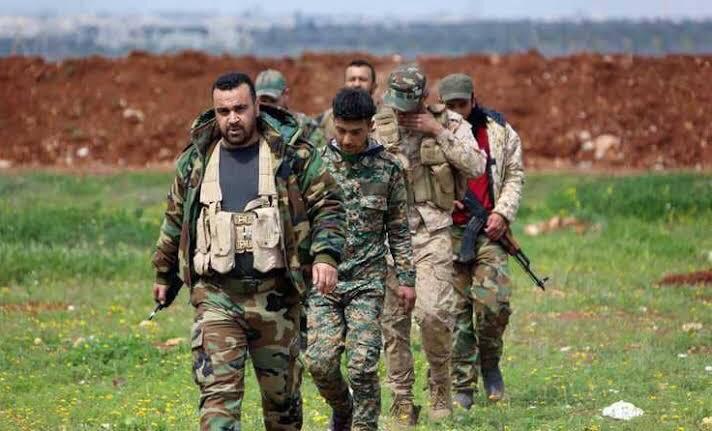 Esed rejiminden kaçan 10 asker İdlib'te muhaliflere teslim oldu