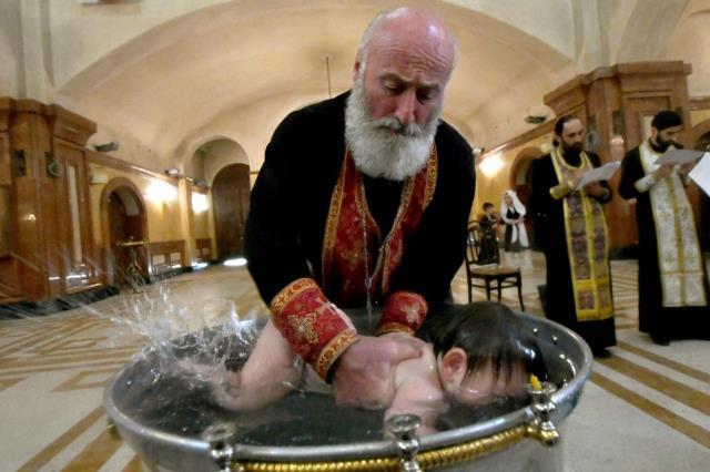 Vaftiz töreninde 6 haftalık bebek hayatını kaybetti