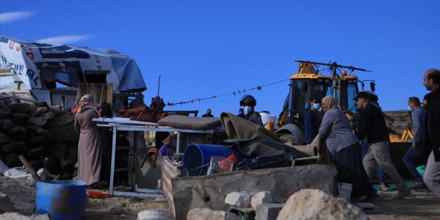 Filistinli aileye evini kendi elleriyle yıktırdı