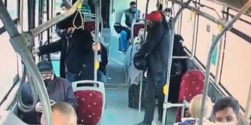 İzmir'de halk otobüsünde İslami kıyafete çirkin saldırı!
