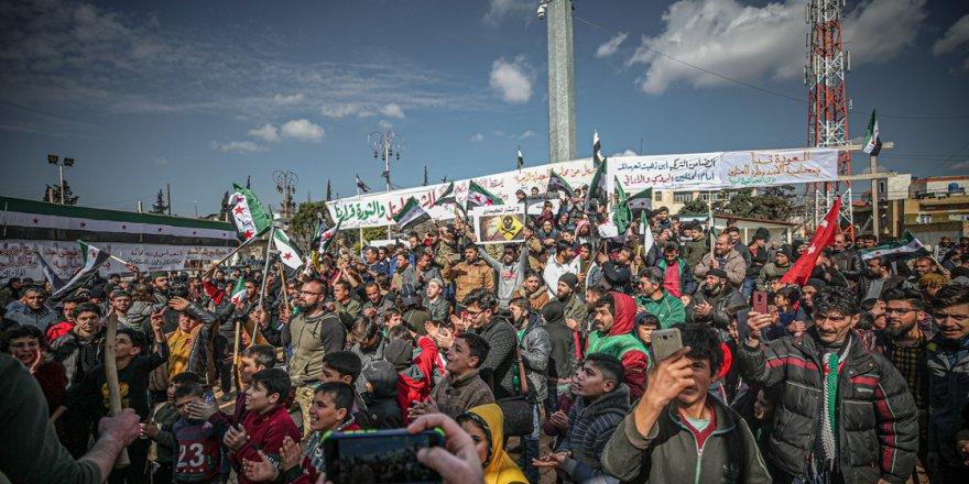 """İdlib'te """"Katil Esed Yargılansın!"""" eylemi"""