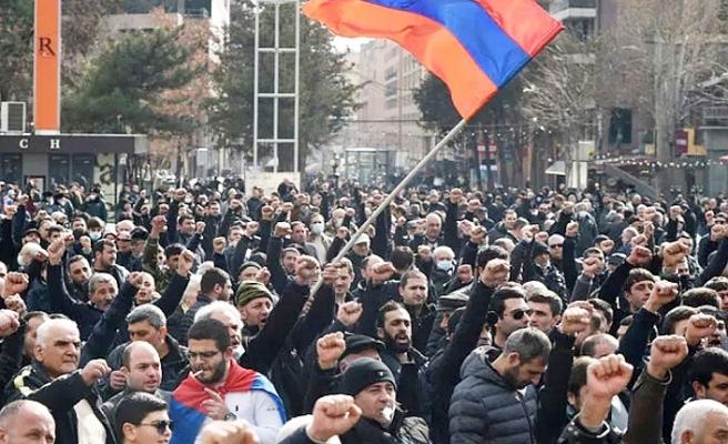 Ermenistan'da göstericilerden hükümet binasına baskın