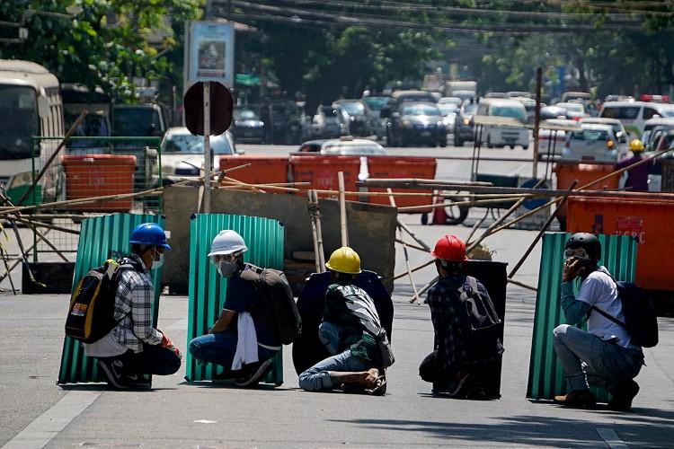 Myanmar'da darbeye karşı protestolar sert müdahalelerine rağmen sürüyor