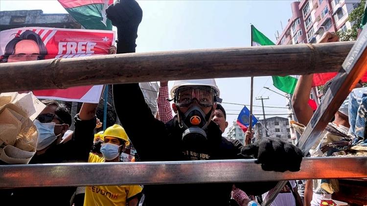 Myanmar'da darbe karşıtı gösteriler devam ediyor: 4 kişi öldü