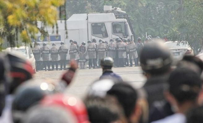 Myanmar'da protestoculara karşı gerçek mermi kullanıldı