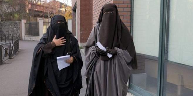 Avrupa'da İslam Düşmanlığı Artıyor: İsviçre Peçe ve Burkayı Yasaklıyor