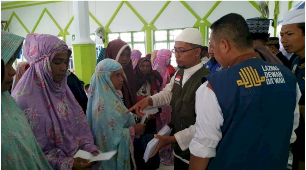 Endonezya'da 300 Kabile Üyesi Topluca Müslüman Oldu