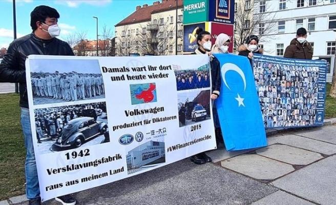Uygur Türkleri10 ülkede ve 15 şehirde Volkswagen'iprotestoediyor